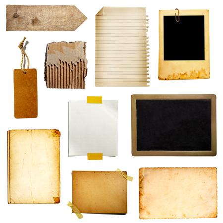 Sammlung von verschiedenen Vintage-Notizpapier, Klebeband, Preisschild, Holzschild auf weißem Hintergrund