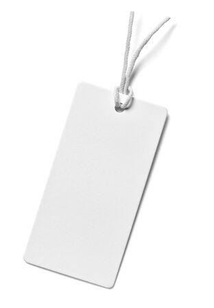 Cierre de una nota de etiqueta de precio sobre fondo blanco.