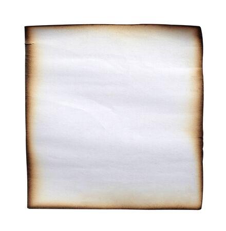 stretta di un documento di nota su sfondo bianco