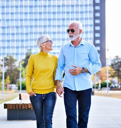 portrait of happy smiling senior couple outdoors Standard-Bild