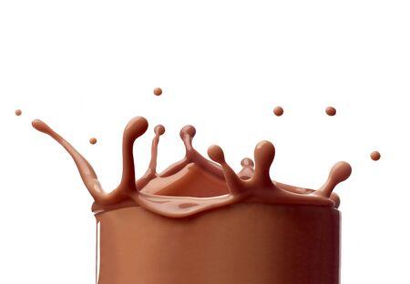 Cerca de un chorrito de leche con chocolate sobre fondo blanco.