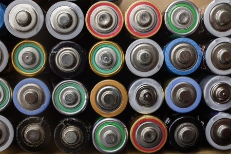Cleanly stacked batteries for recycling in a household