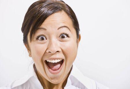 boca abierta: Asia mujer sorprendidos con la boca abierta. Horizontalmente enmarcada.