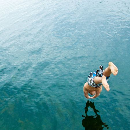 Man diving into lake Imagens