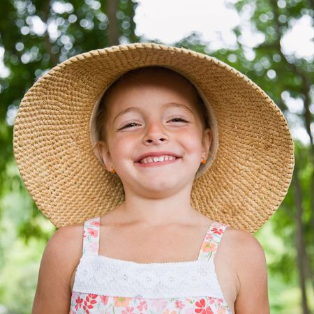attired: Girl in sunhat