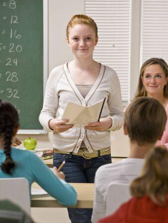 学生教室のレポートを与える