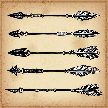 Set di elementi di inchiostro disegno a mano di frecce e frecce. Illustrazione vettoriale. Insieme delle frecce tribali scarabocchiare. Elementi in stile nativo per biglietto di auguri e cartoline, henné e disegno del tatuaggio.