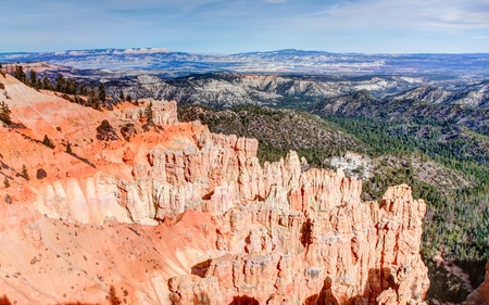 plateau point: Ponderosa Point, at Bryce Canyon National Park, is one of the several natural amphitheaters carved out of eastern edge of the Paunsaugunt Plateau. The striking red colors against the green valley and mountainous backdrop combine for an exciting image. Stock Photo