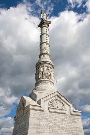 lady liberty: Este monumento conmemora la victoria estadounidense y franc�s en la batalla de Yorktown En la parte superior se encuentra una estatua de la Dama de la Libertad