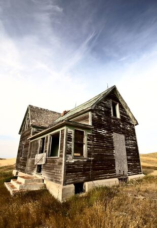 Abandoned old farm house in the Dirt Hills of Saskatchewan Stock Photo - 8451172