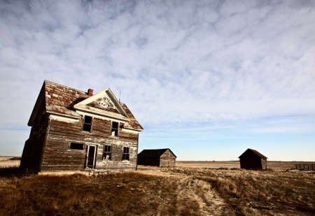 Abandoned farm house on the Prairies Stock Photo - 8451178