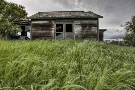 Verlaten Boerderij met onweerswolken