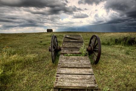 Old Prairie Wheel Cart Saskatchewan Canada field 免版税图像