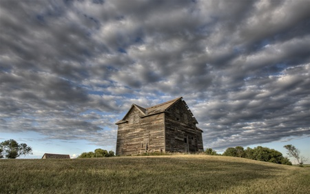 Abandoned Farmhouse Saskatchewan Canada sunset and prairie view Stock Photo - 10702527