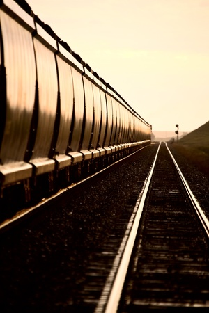 Tren al atardecer del día de Canadá a finales de Saskatchewan Foto de archivo - 12919078