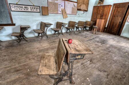 school house: Casa abandonada de la escuela de una sola habitaci�n Canad� Saskatchewan