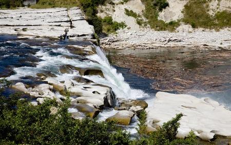 ニュージーランド クライストチャーチの風光明媚なビュー近く滝