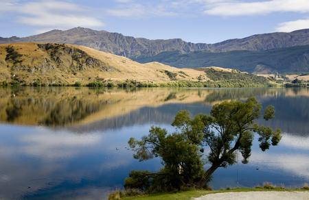 ヘイズ湖ニュージーランド南島反射 写真素材