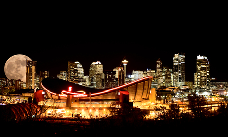 Calgary Full moon Night Skyline Alberta Canada Редакционное