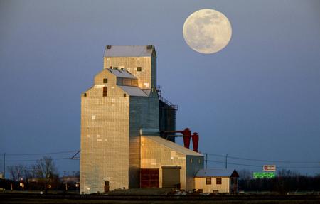 Grain Elevator Full Moon rural Saskatchewan Canada 写真素材