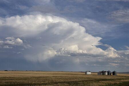 Prairie Storm Clouds in Saskatchewan Canada Rural Banco de Imagens - 124929950