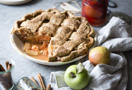 Apple and quince lattice pie. Gluten free. LANG_EVOIMAGES
