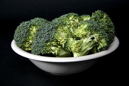 Fresh Broccoli in a bowl LANG_EVOIMAGES