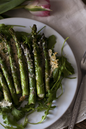 Roasted asparagus with Parmesan cheese on a bed of rucola salad LANG_EVOIMAGES