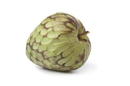 sweetsop: Complesso unico Annona cherimola frutta isolato su sfondo bianco