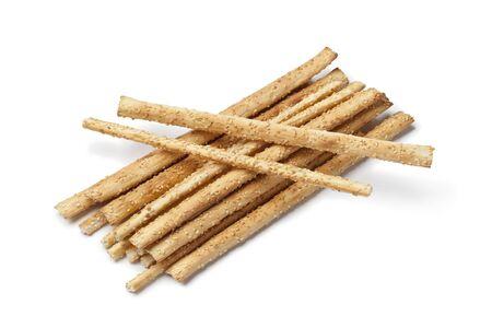 breadsticks: Palitos de pan con semillas de s�samo en el fondo blanco