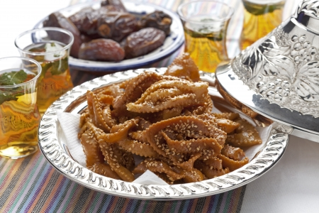 Chebakia honey cookies with sesame seeds in a metal bowl made for the time of ramadan Banque d'images