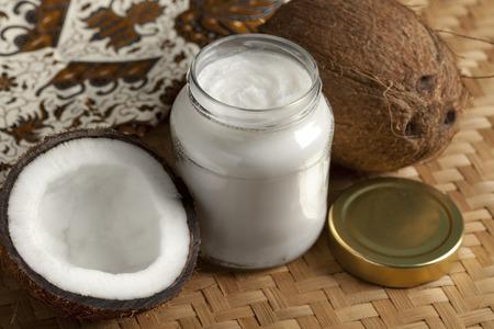 Kokosolie en verse kokosnoot