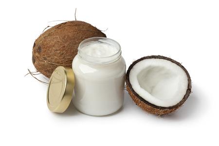 aceite de coco: El aceite de coco y coco fresco en el fondo blanco