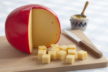 edam: Edam cheese and cubes on a cutting board