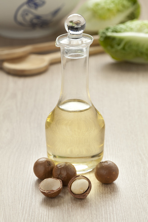 macadamia: Bottle with macadamia oil and nuts