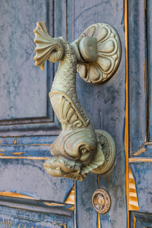 doorknocker: Doorknocker in the form of a fish on an old door
