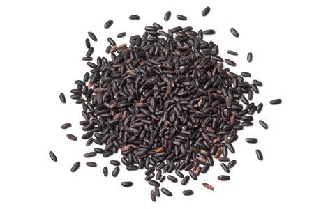 Montón de prima venere el arroz negro sobre fondo blanco Foto de archivo - 43609126