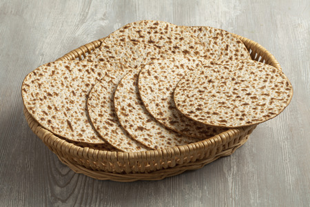 matzah: Basket with fresh wholewheat matzah