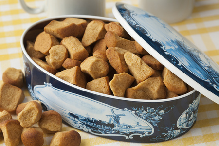 pepernoot: Dutch cookie jar with pepernoten on 5 december Stock Photo