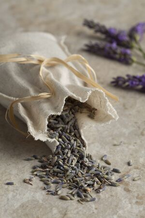 lavandula angustifolia: Linen sack with dried lavender flowers