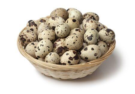 huevos de codorniz:  Basket with fresh raw Quail eggs on white background