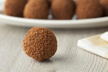 Hollandse traditionele snack bitterballen met een vooraanzicht