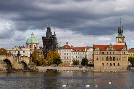 Prague, Czech Republic - October 9, 2017: Classic Czech buildings and Smetana Museum along the Vltava River in Prague in autumn   新聞圖片