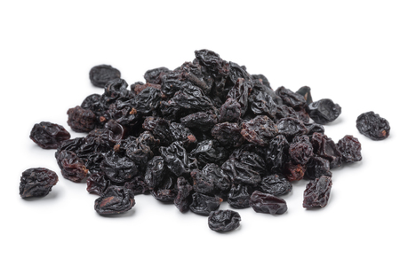 Heap of dried currants isolated on white background Standard-Bild