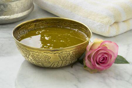 Savon noir, savon noir, à l'extrait de rose et rose fraîche au hammam
