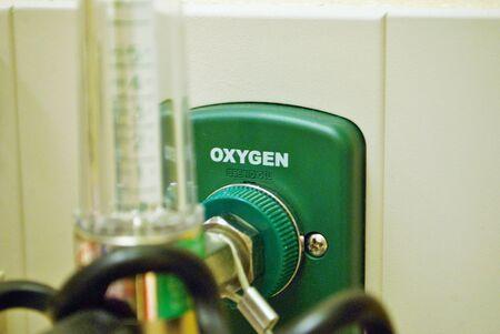 Oxygen port pressure regulator flow meter in the emergency room