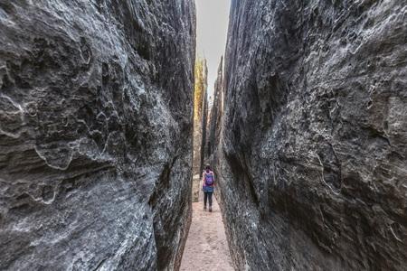 Narrow path between rocks in Needles District, Canyonlands, Utah Stock Photo