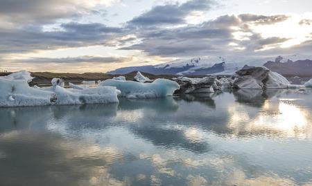Beautiful glacier lagoon Jokulsarlon at sunset panorama, Iceland Stockfoto