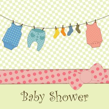 ropa colgada: Una tarjeta cute con ropa de beb� colgando a seco  Vectores