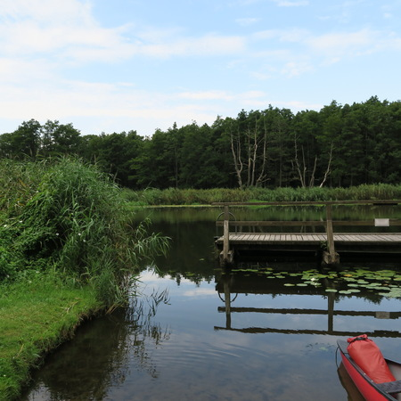 The tip of a canoe in the water on the Peene, a river Stockfoto